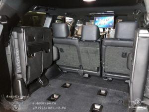 третий ряд сидений и потолочный монитор тойота